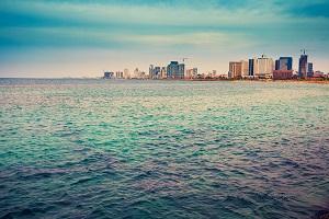 לגור מול הים